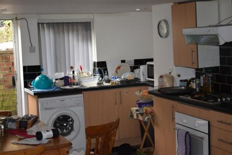 2 bedroom house to rent - 17A Estcourt Terrace Headingley  Leeds