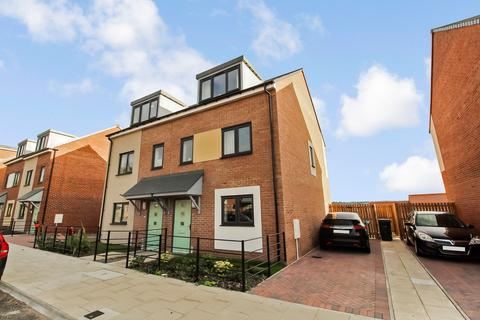 3 bedroom semi-detached house for sale - Armstrong Road, Scotswood, Newcastle upon Tyne, Tyne and Wear, NE15 6BU