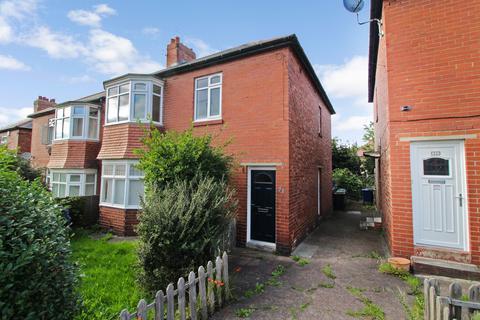 3 bedroom flat for sale - Bavington Drive, Newcastle upon Tyne, Tyne and Wear, NE5 2HS