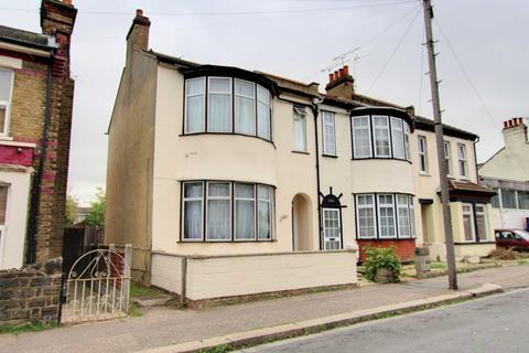 3 bedroom end of terrace house for sale - Salisbury Avenue, Westcliff On Sea
