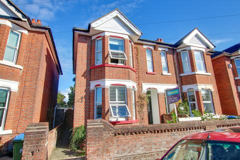 3 bedroom semi-detached house for sale - Hazeleigh Avenue, Woolston