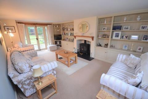 4 bedroom detached house for sale - Gorgeous country home!