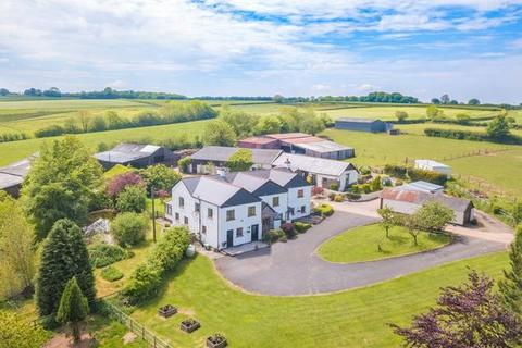6 bedroom farm house for sale - IMPRESSIVE COUNTRY SMALLHOLDING, WITH AIRCRAFT HANGER AND RUNWAY!