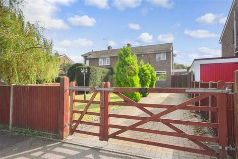 3 bedroom semi-detached house for sale - Chance Meadow, Guston, Dover, Kent