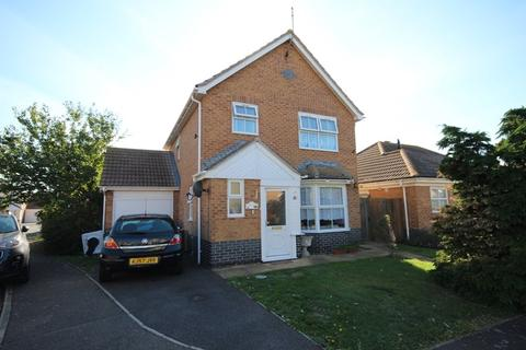 3 bedroom detached house for sale - Penzance Close, Clacton-On-Sea