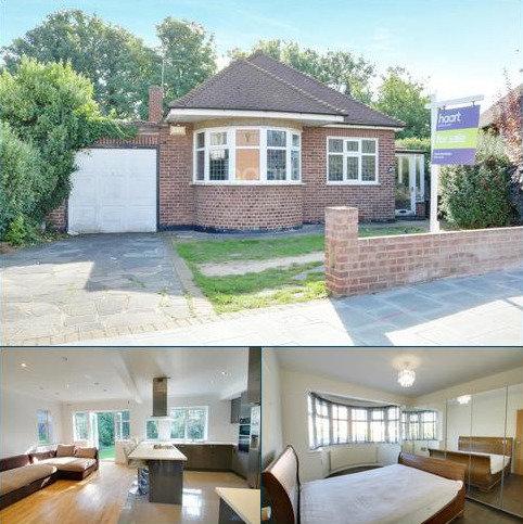 3 bedroom bungalow for sale - Crossways, Gidea Park