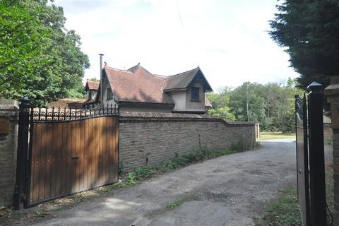 3 bedroom detached house for sale - North Lodge, Warley Gap, Brentwood