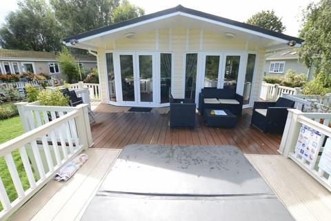 3 bedroom mobile home for sale - The Boat House Lodge, 6 Elm Drive, Sleaford Road, Tattershall Lakes Country Park