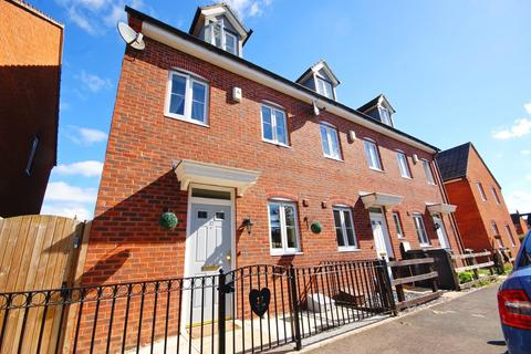 3 bedroom townhouse for sale - Tall Pines Road, Witham St Hughs