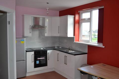 Studio to rent - Woodhead Road, Great Horton,