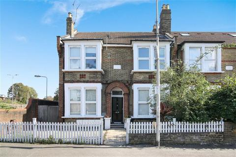 Studio for sale - Selsdon Road, Wansted, London