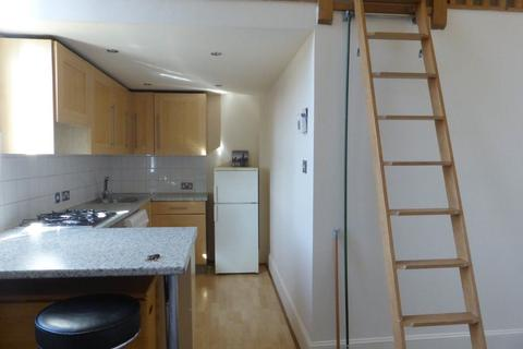 2 bedroom flat to rent - Coombe Road - P1629