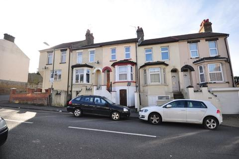 3 bedroom terraced house to rent - Dale Street Chatham ME4