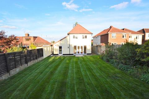 4 bedroom detached house for sale - Sutherland Avenue, Hellesdon