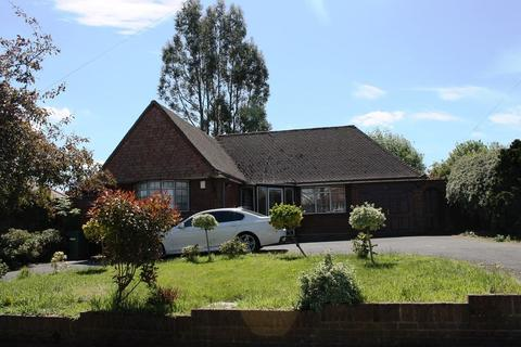 2 bedroom detached bungalow to rent - Park Avenue, Goldthorn Park