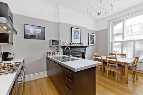 3 bedroom flat for sale - Barton Road, London