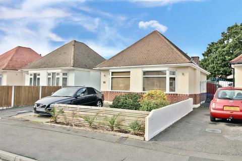 2 bedroom detached bungalow for sale - Western Avenue, Ensbury Park, Bournemouth