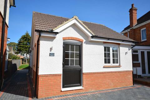 2 bedroom detached bungalow for sale - Bletchley