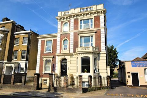 Studio to rent - Parrock Street, Gravesend, DA12