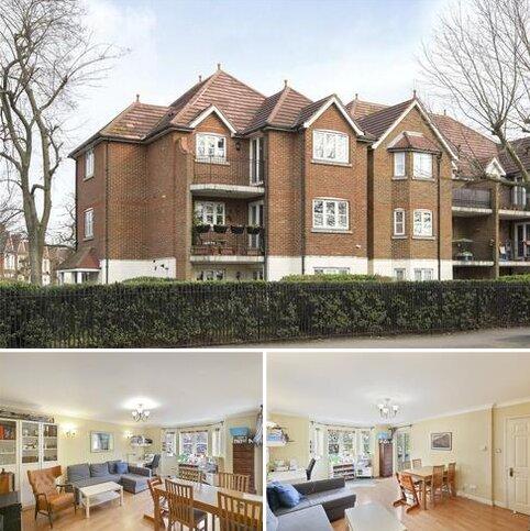2 bedroom flat to rent - St. James Court, 71 Aldersbrook Road, London, E12