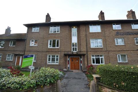 2 bedroom apartment to rent - Flixton Road, Urmston, M41