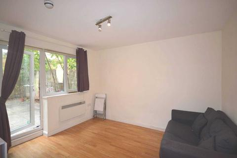 Studio to rent - Lena Gardens, London