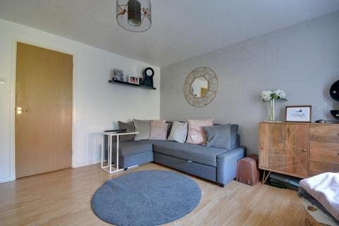 1 bedroom flat to rent - Rabournmead Drive, Northolt UB5 6YL