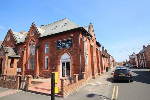 3 bedroom apartment to rent - Wingrove Road, Newcastle Upon Tyne