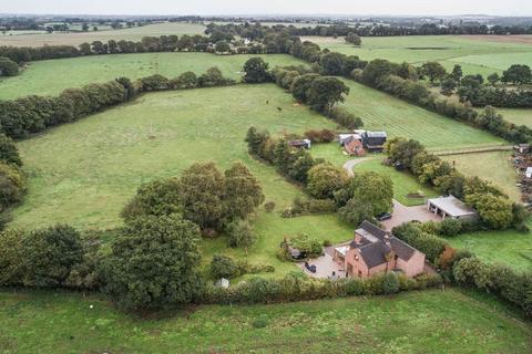 5 bedroom detached house for sale - The Nook, Market Drayton