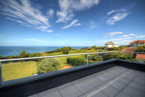 2 bedroom flat for sale - The Lookout, Holbeck Hill , Scarborough , YO11 2XD