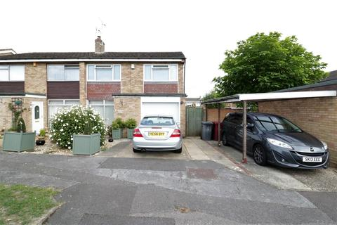 3 bedroom semi-detached house for sale - Wynford Close, Reading