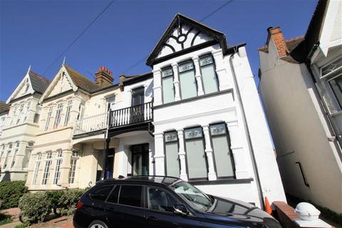 4 bedroom semi-detached house for sale - Woodfield Road, Leigh On Sea