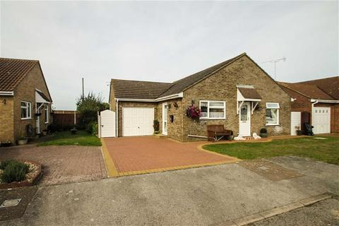 2 bedroom detached bungalow for sale - Flixton Close, Clacton-on-Sea