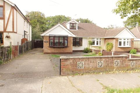 2 bedroom chalet for sale - Thundersley Grove, Benfleet
