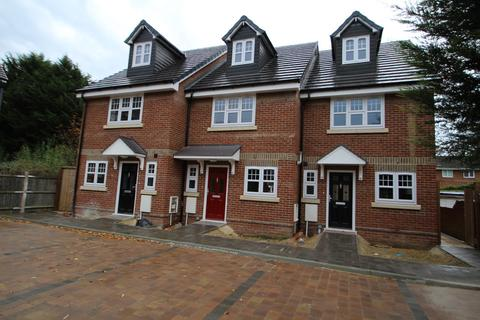 3 bedroom end of terrace house to rent - Nym Close, Camberley