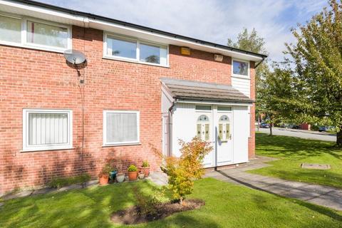 2 bedroom flat for sale - Kentmore Close, Heaton Mersey