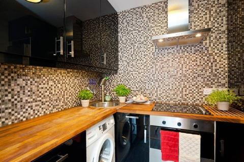 3 bedroom flat to rent - Crompton House, County Street, London, SE1