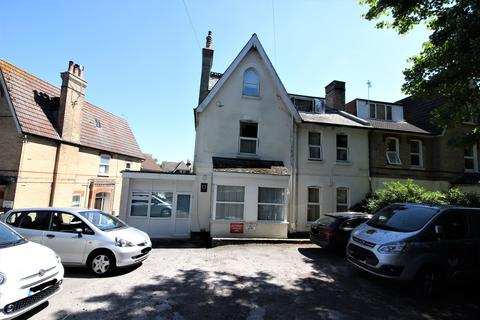 1 bedroom in a house share to rent - Crescent Road, Bournemouth Centre