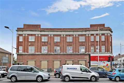 2 bedroom apartment for sale - High Street, Barkingside, Ilford, Essex