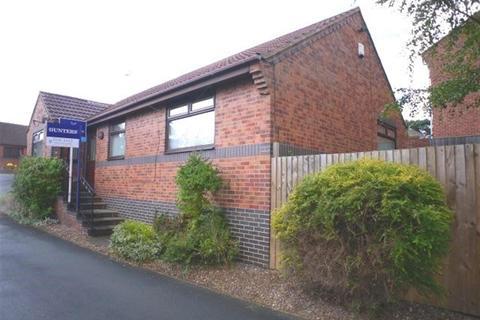 3 bedroom detached bungalow for sale - Woodside Lawn, Farnley, Leeds, LS12