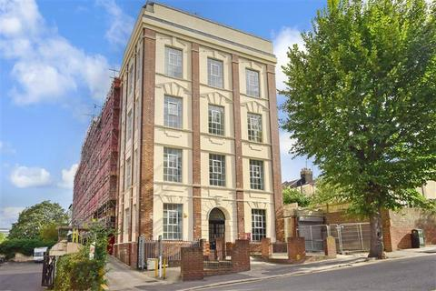 2 bedroom flat for sale - Coombe Road, Brighton, East Sussex