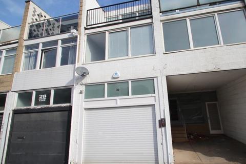 3 bedroom terraced house to rent - NEWTON GARTH LEEDS LS7 4JZ