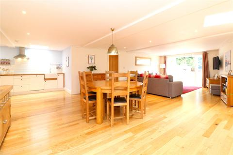 3 bedroom bungalow for sale - Hempstead Road, Kings Langley, Hertfordshire, WD4
