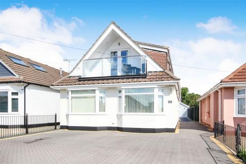 4 bedroom chalet for sale - Lulworth Avenue, POOLE, Dorset