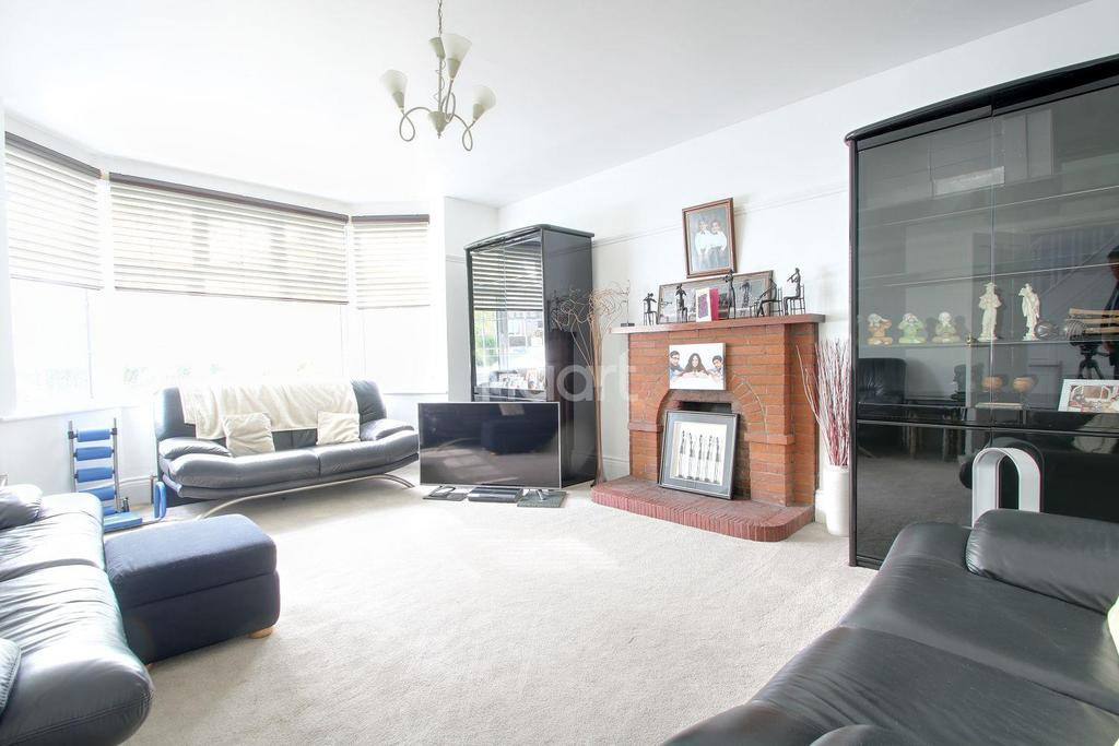 3 Bedrooms Detached House for sale in Whitehill Avenue