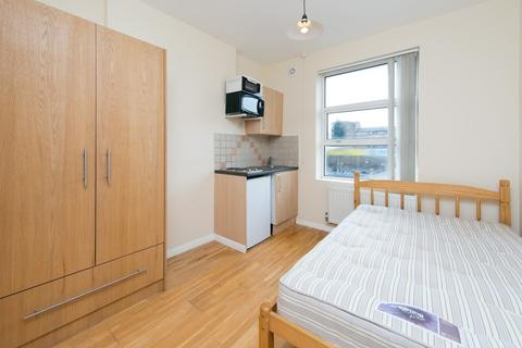 Studio to rent - Chalk Farm Road, NW1 8AN
