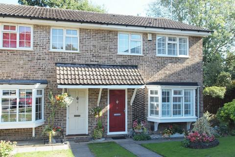 3 bedroom semi-detached house for sale - Sedgewood Close, Hayes, Bromley, Kent