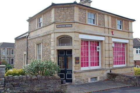 Property to rent - First floor offices just off Hill Road
