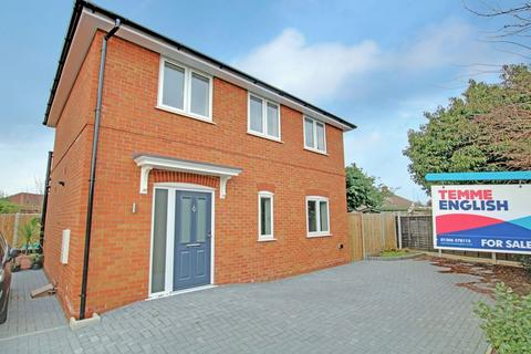 3 bedroom detached house for sale - Nash Close, Colchester