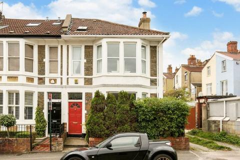 4 bedroom terraced house for sale - Cairns Road, Westbury Park